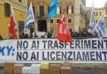Presidio dei lavoratori di Sky di Roma a piazza Montecitorio